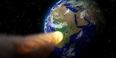 小行星离地球的最小距离是多少,才不会被地球吸引撞向地球?