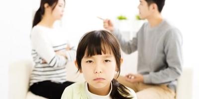 如今的社会,离婚率的增高,可有孩子的父母们,你们离婚的时候权衡过对孩子的伤害吗?