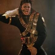 迈克杰克逊是黑人,怎样变白的?