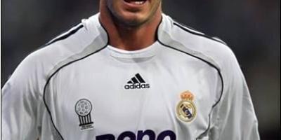 有哪些才貌双全的足球运动员?