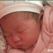 如何判断三个月的宝宝晚上睡觉冷不冷?
