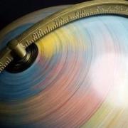 因地球加速自转,专家预测2021将是最短的一年,有什么影响?