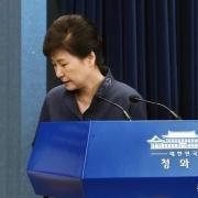 为什么韩国能随意把卸任的总统关起来,美国却不敢?