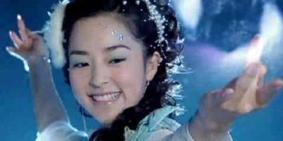 哪些施展法力的姿势最美?赵丽颖、蒋欣、刘亦菲,你喜欢哪个?