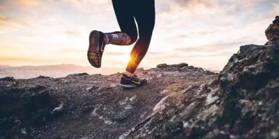 锻炼身体是慢跑好还是快走好?
