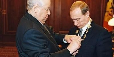 1999年,大权在握的俄罗斯总统叶利钦,为何要把权力交给普京,他在怕什么?