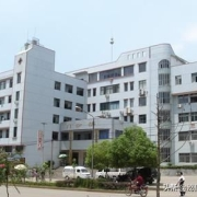 在小县城当医生怎么样,有前途吗?收入是多少?