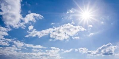 为什么越接近太阳的地方越冷,如珠穆朗玛峰。越离太阳越远的地方越热呢?