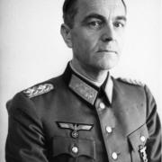 保卢斯元帅兵败斯大林格勒,抗命投降,德军是如何处理的?
