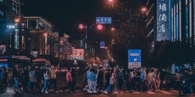 为什么杭州到了晚上9点的路上就没有人?