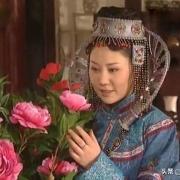《康熙王朝》里宝日龙梅自愿和康熙在一起后,生下的是十三阿哥吗?