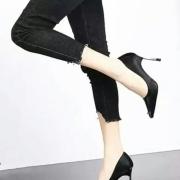 人像摄影怎么拍摄出腰细腿长的效果?