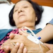 83岁老人要子女廿四小时陪伴,影响子女生活,怎么办?