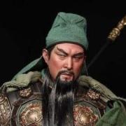曹操封关羽汉寿亭侯,关羽用了一辈子,为何刘备封赏,关羽不接受?
