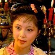 《红楼梦》里,薛宝钗为什么称呼王熙凤为凤丫头?
