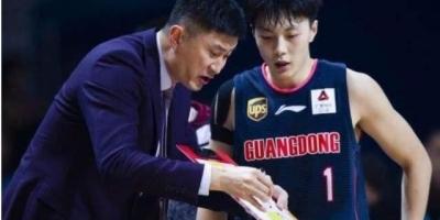 被新疆男篮训练营淘汰,无球可打的胡明轩是如何来到广东男篮的?