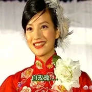 《情深深雨蒙蒙》里依萍在大上海唱歌一个月三百,相当于今天多少钱?