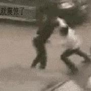 拳击运动员街斗下死手面对十个混混能自保吗?