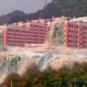 房子被地震震垮了,或者被洪水冲毁了,房贷还要还吗?