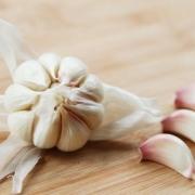 每天应该吃多少大蒜?吃多了有什么坏处?