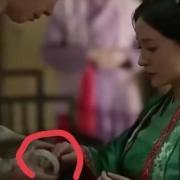 《知否》中痛恨林噙霜的大娘子,为何在墨兰出嫁时给她一只手镯?