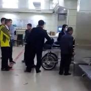 瘫痪的人在床上通过手机网络诈骗,数额巨大,那他会被判刑坐牢吗?