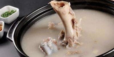为什么高汤在冰箱里面是好的,拿出来加热就馊了?