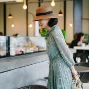 今年60岁了,穿什么样的连衣裙才能显出优雅的气质?
