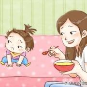 宝宝一岁半了,每次喂饭就必须要看电视,边看边吃,不然坐不住,这要怎么办才好?