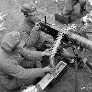 二战时期防御阵地上重机枪是如何布置的?