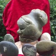 这块奇石产于大渡河,请朋友们评价一下,有多大收藏价值?