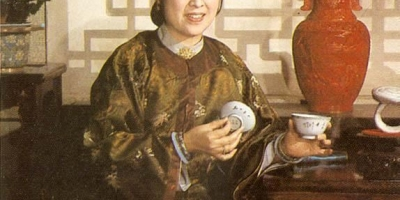 《红楼梦》里,薛姨妈真的疼黛玉,甚至超过宝钗吗?