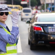 """开车去拿驾照的路上遇到交警,这种情况是算""""未带驾驶证""""还是""""无证驾驶""""?"""