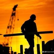 """建筑工地""""用工荒""""?会不会建筑企业哪天开始养农民工呢?"""