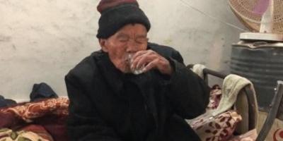 岳父没有退休工资,住我家整天喝得烂醉,我该怎么办?