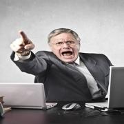 当众批评你,私下态度却对你友好的领导是什么心理?