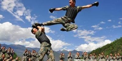 三个普通人能否赤手空拳打倒一个训练有素的军人?