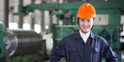 如果一个小企业年利润是800w,而员工的工资一年不到5w,该不该辞职?