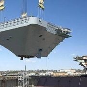 战舰分段建造,在海上不会断裂吗?