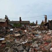 农村有宅基地和老房子,户口是城市的,如果拆迁分房,有资格要房子吗?需要注意哪些问题?