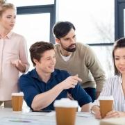 在公司喜欢独来独往,除必要外从不主动跟同事说话的人,怎么看?