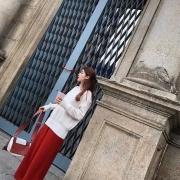 红色裤子配什么衣服好看?