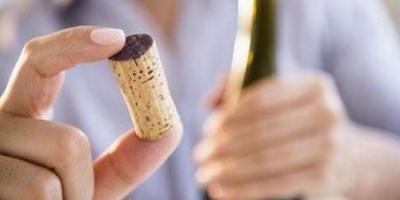 葡萄酒开瓶后喝不完,还能保存多久?如何保存?
