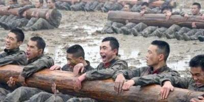 普通人跑步容易得的跑步膝,为什么军人却很少?