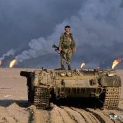 战场上子弹明明打不穿坦克,为何士兵还要疯狂扫射坦克?