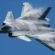 歼20真的可以和F22战机抗衡吗?国内媒体一片叫好是刷数据还是真的具备实力领先全球?