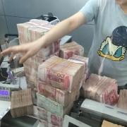 在银行里存两千万,光吃利息够花吗?