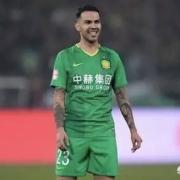 如何评价北京球迷为奥古斯托临完场时的摔倒正名?